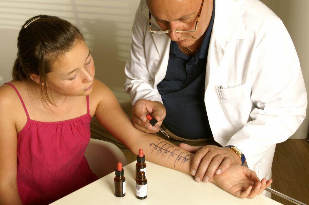 Mädchen beim Allergietest