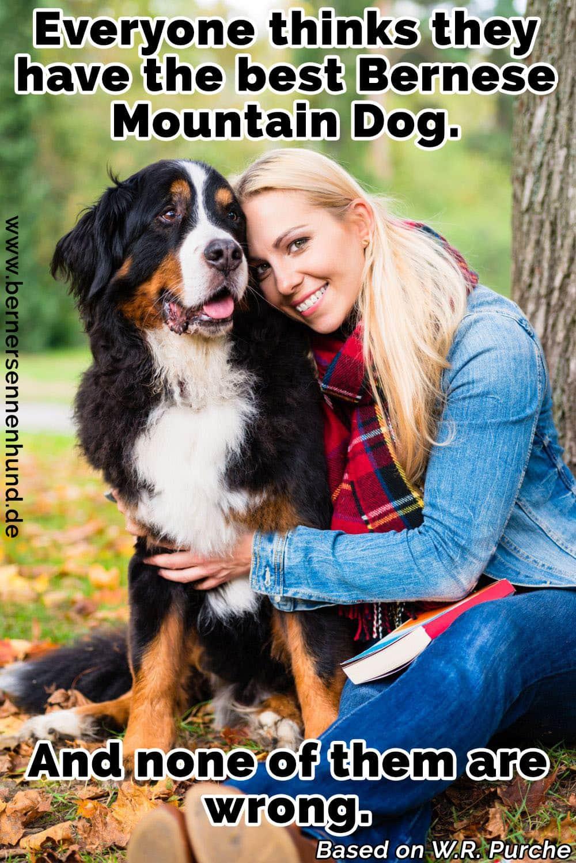 Eine Frau umarmt ihre Berner Sennenhund